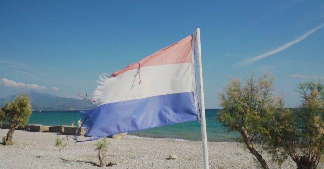 3283743|荷兰国旗插在海滩上免费素材视频