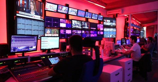 3433789|大型电视导播台导播间编导免费素材视频