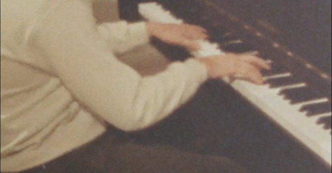 3235381|复古历史画面钢琴家演奏4K免费素材视频