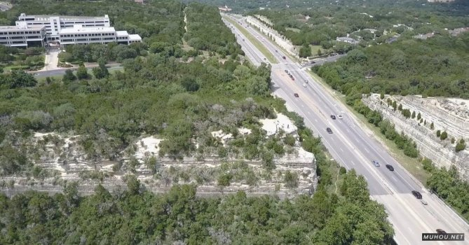 3398072|山谷, 岩石, 建筑高速公路航拍CC0视频素材